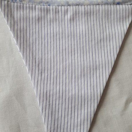 Tissu petites rayures bleues.
