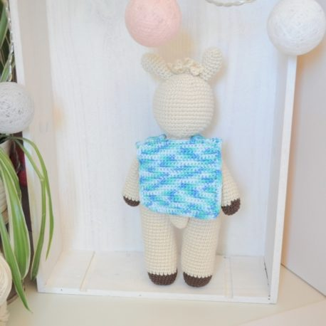 Doudou et hochet en crochet lama bleu