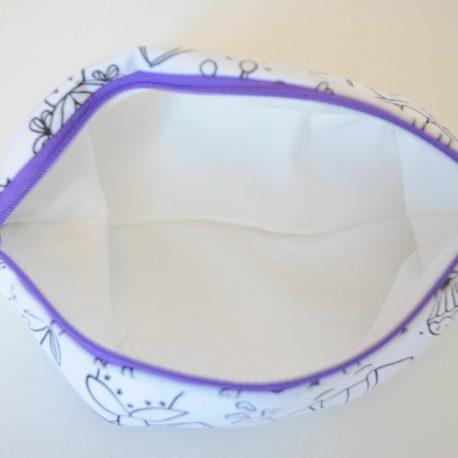 Intérieur doublé de la trousse à colorier. tissu coton oeko-tex. Fermeture éclair violette