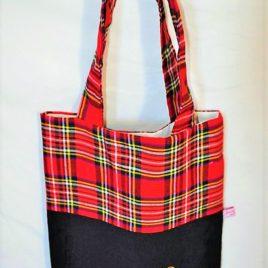 Petit sac bicolore noir et écossais rouge. Broderie Sunbonnet