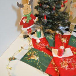 Chaussettes de Noël tri-colore brodées