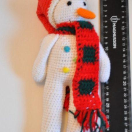 Amigurumi représentant un bonhomme de neige. Bébé Boutchou création artisanale française