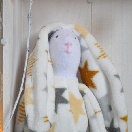 Doudou lapin en polaire baby étoilé. Création artisanale, ouate de rembourrage 100% française