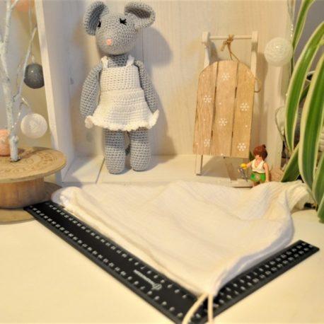 Doudou souris grise en crochet avec son lange de 28 X 28 cm oeko-tex