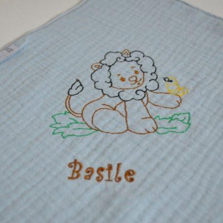 Coton double gaze bleu brodé d'un lion et personnalisé