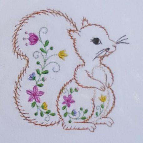broderie petit écureuil vintage dispo en différente taille
