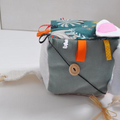 cube-eveil-velours-bouton (Personnalisé)