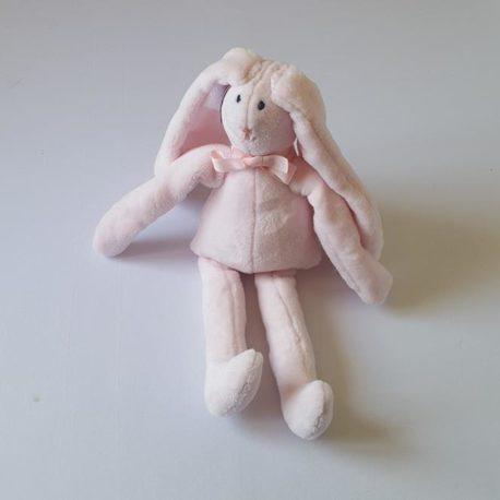 Doudou polaire rose assis rêveuse