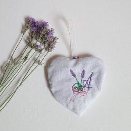 Cœur monogramme rempli de fleurs de lavandes séchées - Bébé Boutchou
